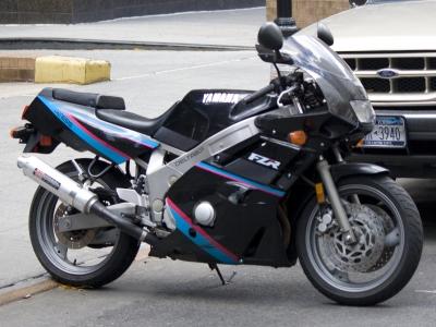 Yamaha FZR600 photo