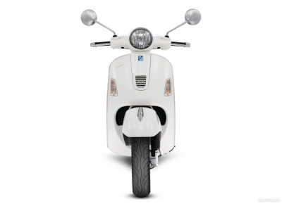 Vespa GTS300 Super photo